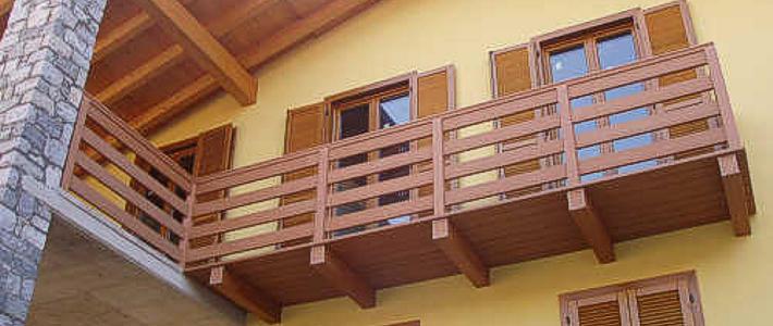 Ringhiere per balconi in legno pannelli termoisolanti for Porta balcone pvc prezzi